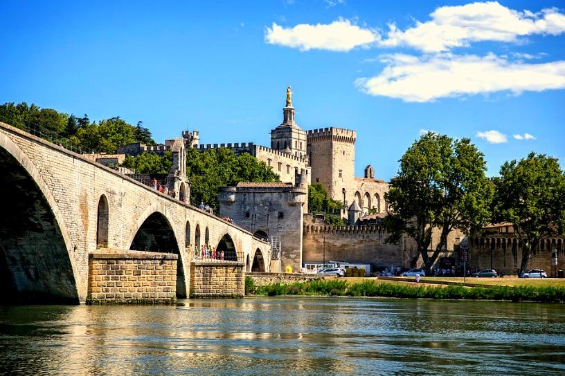 Préparer un week-end en amoureux à Avignon