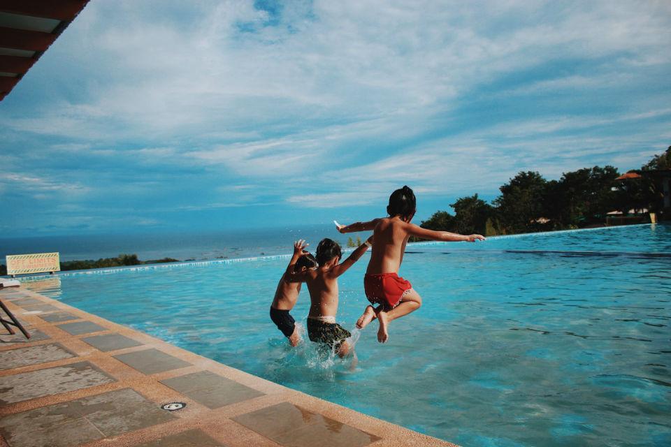 Le comble du luxe : une piscine à fond mobile !